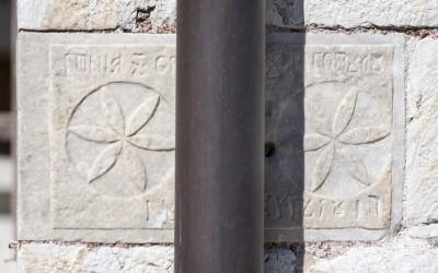 Άμεση απομάκρυνση των ξένων υλικών που βλάπτουν άμεσα και έμμεσα διάφορα μνημεία της Λαγκαδινής τέχνης της πέτρας