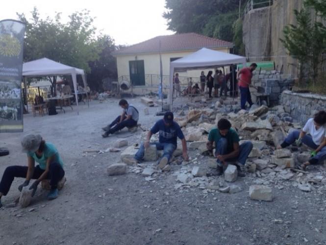 Συνεργασία του Δήμου Γορτυνίας με τα Άνθη της Πέτρας για τη λειτουργία Σχολής μαθητείας της τέχνης της πέτρας από το Σεπτέμβριο του 2019